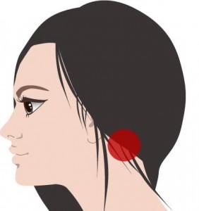 首と肩の付け根の痛みやこりを10秒で消す