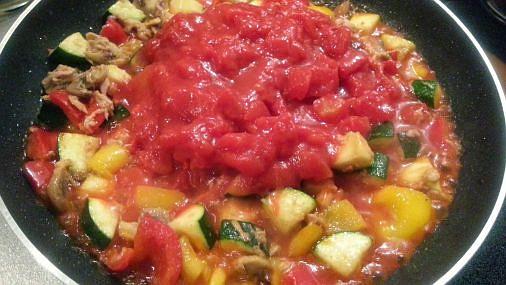 ツナとマッシュルームとズッキーニのトマトソーススパゲッティ6