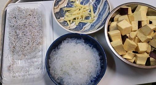 サツマイモとシラスの炊き込みご飯