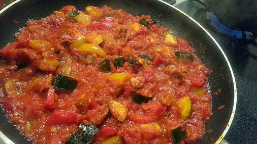 ツナとマッシュルームとズッキーニのトマトソーススパゲッティ11