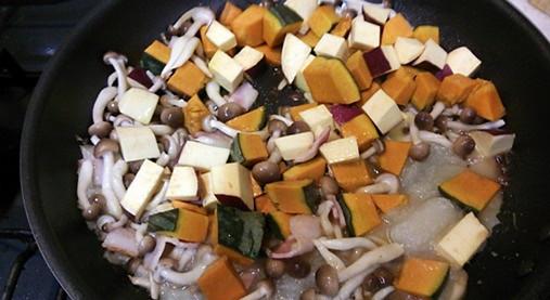 女性の体に優しい・豆乳スープ!?かぼちゃとさつま芋の白みそ仕立て!4
