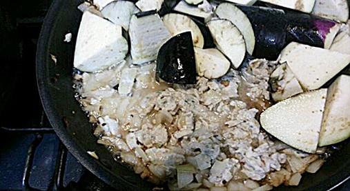 柔らか鶏ひき肉で美味しいナス炒め【ナスの中華風炒めレシピ】7