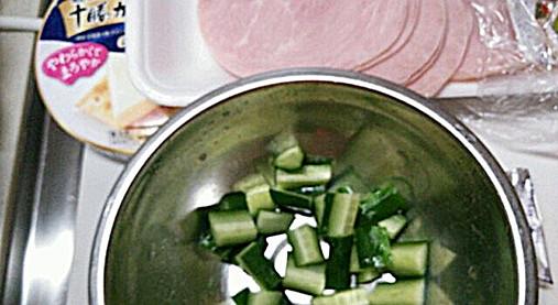 手作りフライドガーリック風味が良い!?きゅうり&チーズの和え物レシピ!