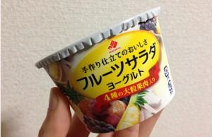 フルーツサラダヨーグルト4種の大粒果肉入|みかん・ぶどう・白桃・パイン