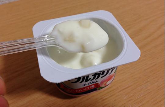 明治ブルガリアあじわい白桃75g×4!?安いのに果肉いっぱいヨーグルト!4