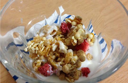 ケロッグフルーツグラノラ(ハーフ)←小岩井生乳100%ヨーグルトで食べた感想5