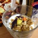 R1ヨーグルトを「ごろグラ」にかけて食べると、便秘に効果がありますよ。