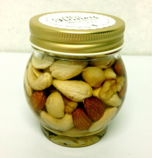 我が家はR-1ヨーグルトで健康アップ!?はちみつ漬けナッツ&季節のフルーツをトッピング!