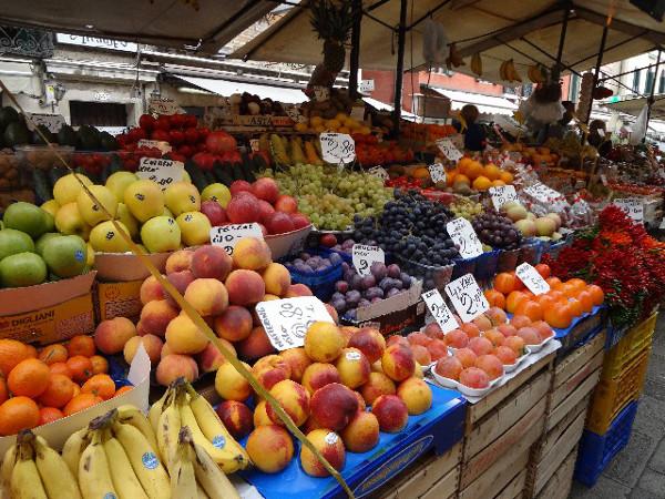 我が家はR-1ヨーグルトで健康アップ!?はちみつ漬けナッツ&季節のフルーツをトッピング!3
