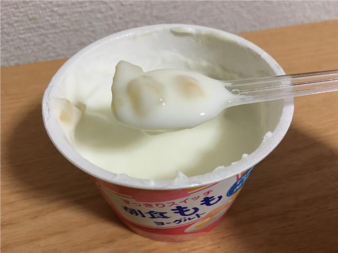 グリコ「朝食ももヨーグルト」←角切りの桃がたっぷりでうれしいね!5