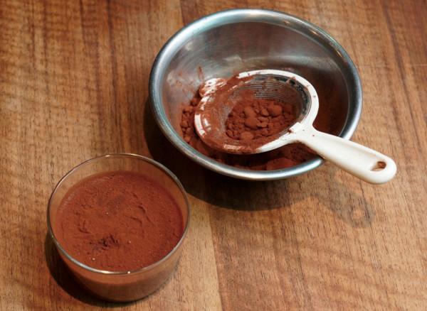 ヨーグルトは栄養の宝庫!?私はココア&黒豆をトッピング←相乗効果をこっそりご紹介!