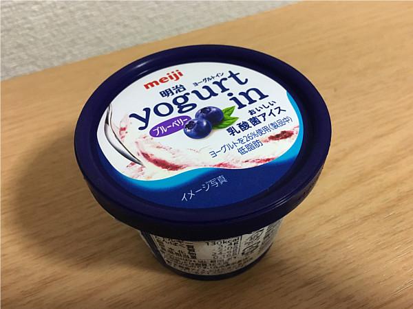 明治ヨーグルトinアイス(ブルーベリー)←ヒンヤリ甘酸っぱくて最高です!2