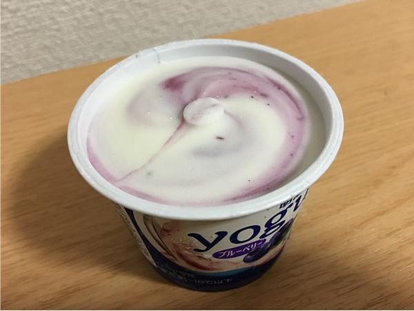 明治ヨーグルトinアイス(ブルーベリー)←ヒンヤリ甘酸っぱくて最高です!5